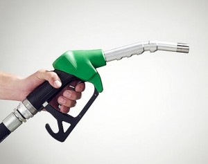 pretul barilului de petrol a scazut, al carburantilor nu