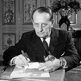 Andre-Malraux-dans-le-bureau