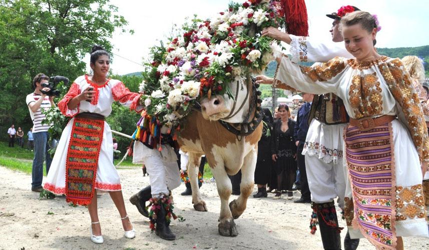 obiceiuri-si-traditii-romanesti-la-nunta