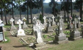 Percheziţii în Cimitirul din Slatina, după lucruri ascunse de Vâlcov