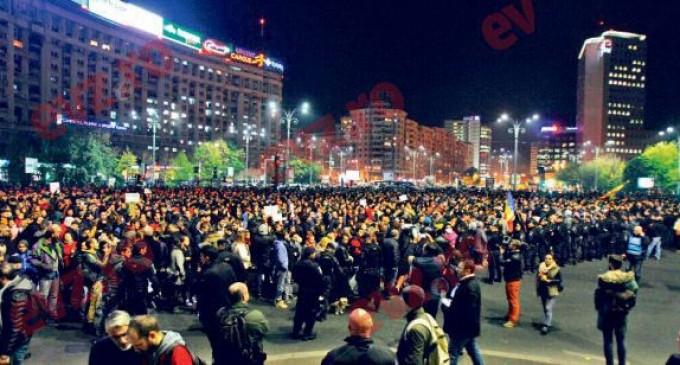 EVENIMENT!Zeci de mii de români le-au cerut demisia lui Ponta, Oprea şi Piedone !