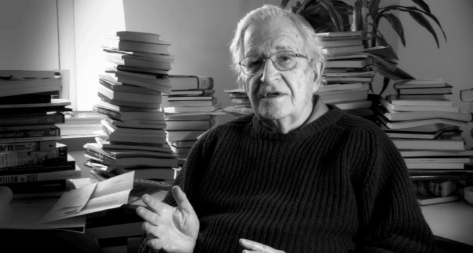 Scriitorul și lingvistul Noam Chomsky avertizează asupra pericolului unui război nuclear devastator!