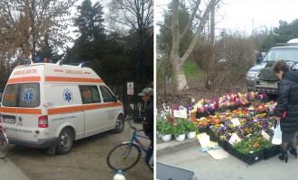 Revoltător! Florăreasă luată la pumni şi înjurături în plină stradă – zeci de martori pasivi, poliţia vigilentă ca o trupă de balet