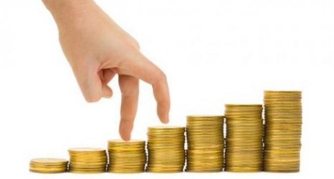 ÎMBUCURĂTOR! Salariul minim pe economie creşte la o 1250 de lei de la 1 Mai!