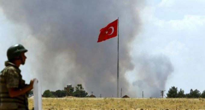 Turcia schimbă din temelii Constituţia şi desfiinţează înaltele curţi militare