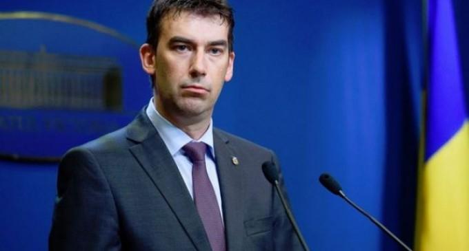 Ministrul Dragoş Tudorache pregăteşte o lege pentru maşinile parcate pe trotuare