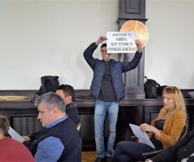 protest-in-cj-impotriva-cons-judetean-sabrina-465x390