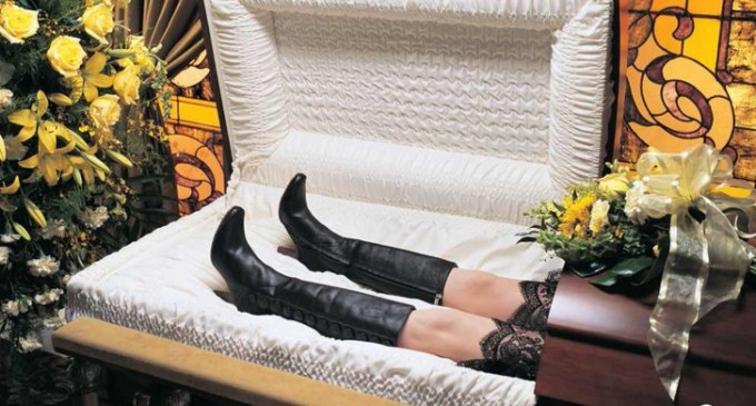 Constanța, moarta îmbrăcată festiv…