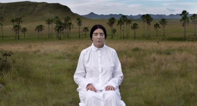 """Prezentarea documentarului """"Dincolo de zona de confort: Marina Abramović în Brazilia"""" (2017)"""