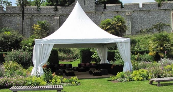 Vrei o petrecere in aer liber de lux? Inchiriaza un cort Pagoda!
