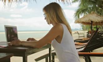 Nu vrei sa renunti la job pe timpul verii? Iata cum poti fi productiv DE ORIUNDE!
