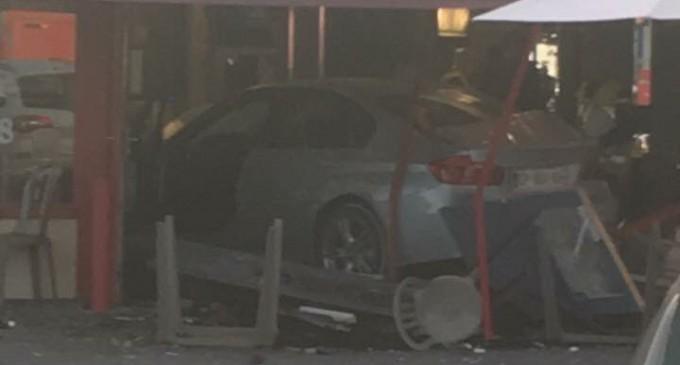 Un alt atentat la Paris produs de un terorist cu o mașină care a intrat deliberat în mulţime