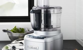 Robotul de bucatarie – o mana de ajutor pentru fiecare gospodina