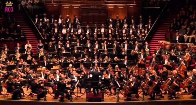 """O versiune antologică a Simfoniei lui Mahler """"Învierea"""" a fost oferită de Antonio Pappano cu aportul Orchestrei di Santa Cecilia"""