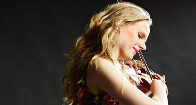 Simone Lamsma a desăvârșit o interpretare memorabilă a celui de-al treilea concert pentru vioară de Saint-Saëns