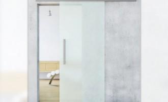 Usile glisante, ideale pentru a da o nota de modernism si spatiu mai amplu camerelor mici