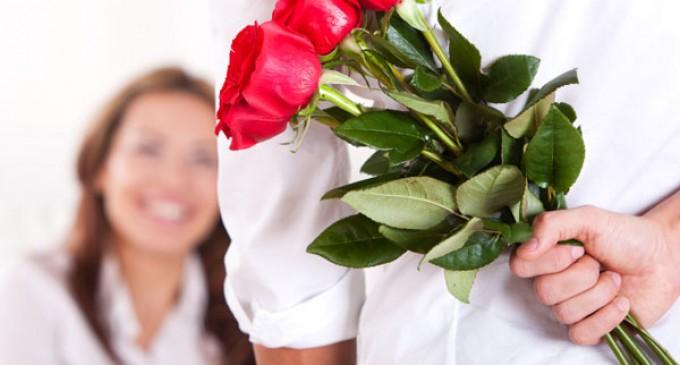 Băiatul care aduce flori este iubit de două ori !