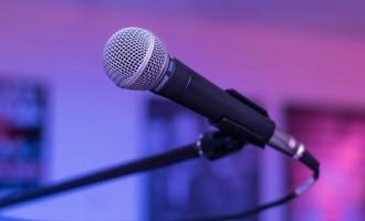 Teama de a vorbi in public ne influenteaza negativ cariera?