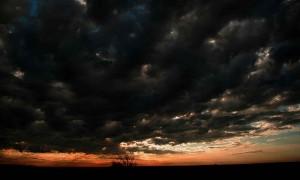 800px-Amazing_sky_dark_black_sky
