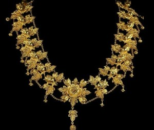 Colier-vechi-bijuterii-modele-vechi-aur-564x480