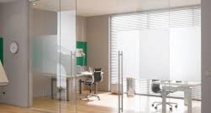 Usile batante din sticla dau un plus de eleganta si functionalitate spatiilor din cladirile de birouri si celor din cladiri rezidentiale