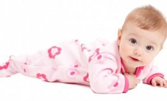 Afla cum speli corect hainele pentru bebelusi