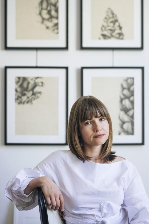 Artista Irina Neacșu în atelierul său (1)