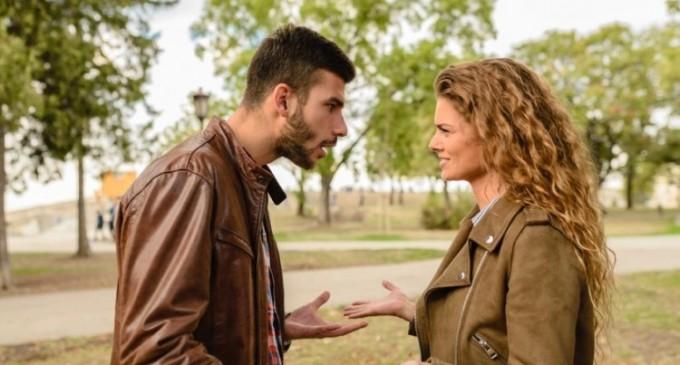 Cum trec barbatii peste o despartire – mecanismele psihologice din spatele comportamentului lor