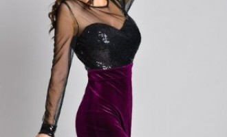 Rochiile din catifea, un stil luxuriant pentru petreceri pe măsură
