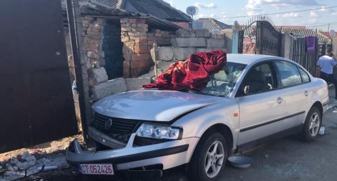 Şase persoane au fost rănite în Constanţa după ce o maşină condusă de un minor a intrat într-un grup de oameni