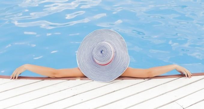 Cum să menții piscina curată în sezonul estival