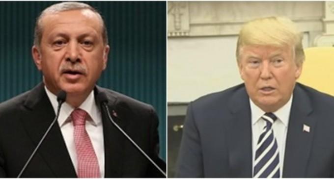 """Newsweek: Un oficial care a ascultat convorbirea spune că Trump """"a fost înfrânt de Turcia"""" şi """"nu are coloană vertebrală"""" – International"""
