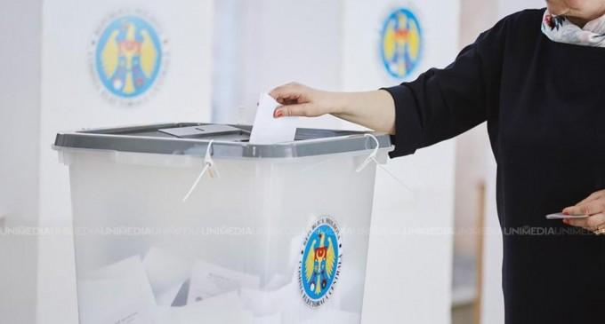 Duminică au loc alegeri locale în R. Moldova, primul scrutin de după noua alianță de la guvernare. Riscul alegerii unui primar prorus al Chişinăului este mai ridicat ca oricând – International