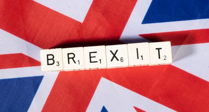 Guardian: Fantezia unei Mari Britanii în război s-ar putea bucura de ultimele urale – International