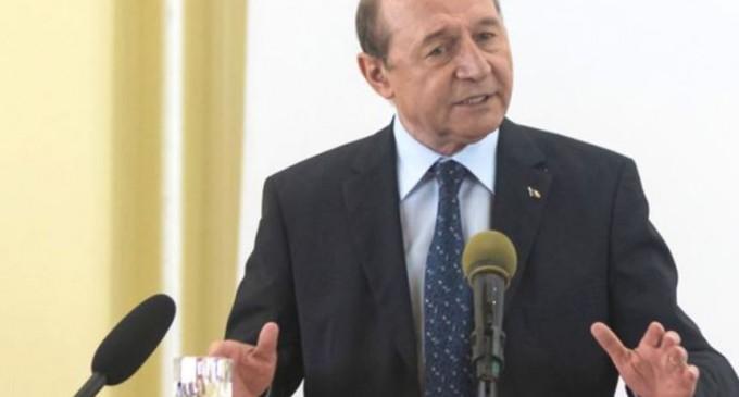Băsescu spune că guvernul o să cadă azi: Obligația lui Iohannis este ca la ora aceasta să ştie numele viitorului premier. Orban trebuie să stea la rând pentru că înaintea lui ar fi Predoiu – Politic