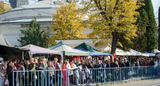 Peste 20.000 de oameni în prima zi a pelerinajului de la Iași de Sfânta Parascheva. Oamenii au stat la coadă și 8 ore – Esential