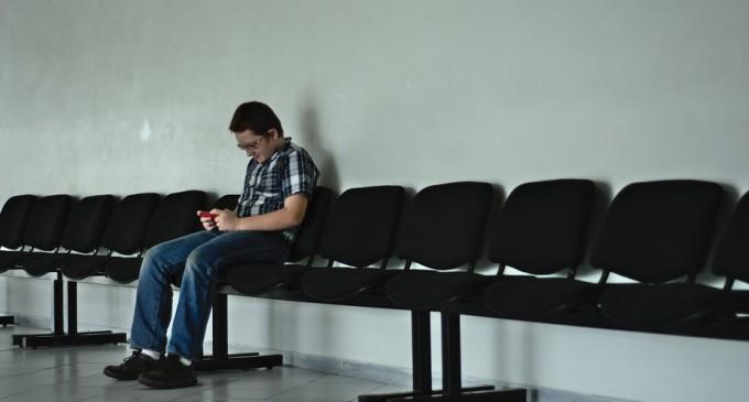 Game-boy spine, boala copiilor născuți în era digitală. Dr. Claudiu Matei: deformările coloanei copiilor sunt echivalente cu cele ale persoanelor de peste 50 de ani. – DoctorH Actualitate