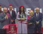 """Dăncilă a primit cadou o sabie de samurai, din partea PSD Arad: """"Să tăiați la propriu tot ce trebuie"""" – Politic"""