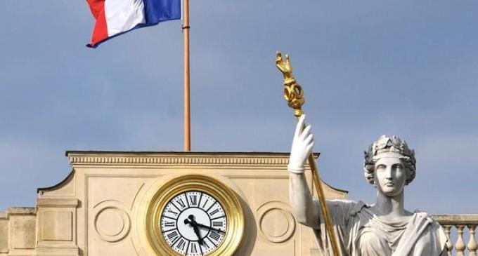 """Parisul solicită încetarea apelurilor la boicot din partea """"minorității radicale"""", după ce țări musulmane au cerut boicotarea produselor franțuzești – International"""