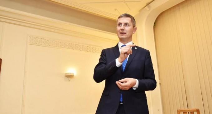 """Dan Barna, despre Congresul PSD: """"Un spectacol trist și ridicol. Românii știu că, în esență, doar hoția e în firea PSD"""" – Politic"""