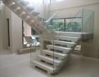 Balustrada de sticlă, element arhitectural la modă acum!