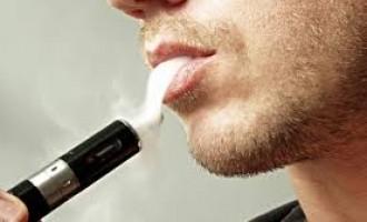 Studii noi arată că țigările electronice pot ajuta până la 70.000 de cetățeni englezi să renunțe la fumat anual