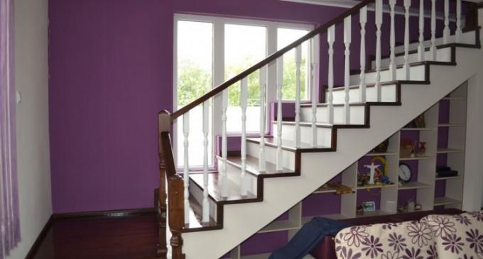 Scari interioare din lemn pentru un stil architectural deosebit in orice casa