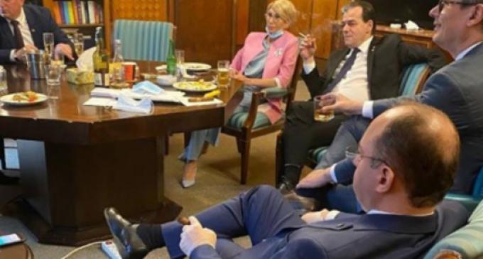 Apel către cetățenii României/ Trebuie contracarată impostura flagrantă a celor care, fără nicio legitimitate politică sau socială, susțin politici de control drastic al populației recomandându-se ca salvatori ai umanității