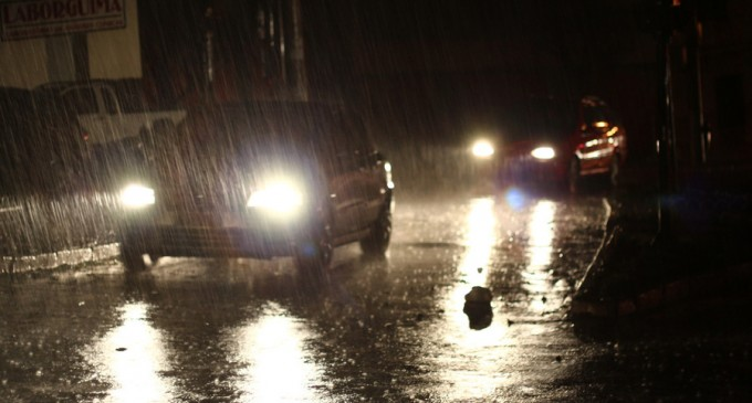Informare meteo: Ploi și vijelii, de duminică la prânz până miercuri dimineață, în toată țara – Esential