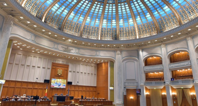 Şedinţa comună a Parlamentului: Premierul Orban prezintă raportul privind măsurile în contextul pandemiei de COVID-19 – Politic