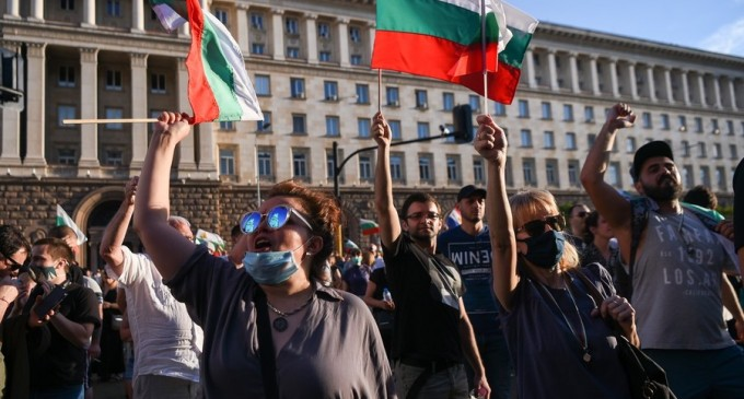 Bulgaria: Ministrul Justiției a demisionat pe fondul protestelor antiguvernamentale – International