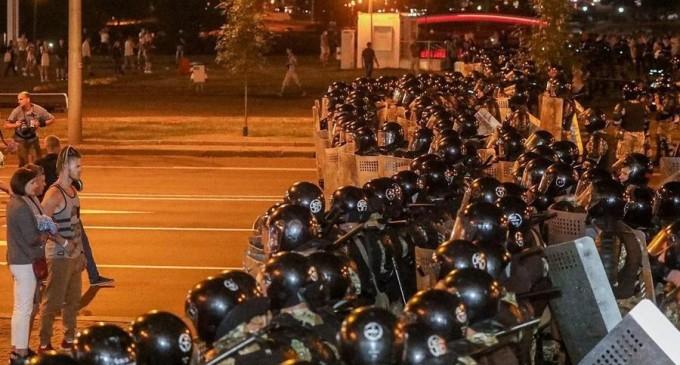 Belarus: Poliția confirmă că a folosit muniție de război împotriva manifestanților, în orașul Brest – International