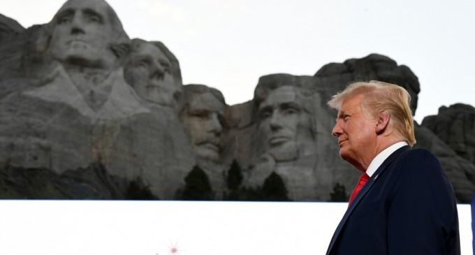 Casa Albă s-a interesat dacă fața lui Trump poate fi adăugată Muntelui Rushmore – International