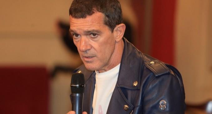 Antonio Banderas anunță că a fost diagnosticat cu COVID-19 / Cum se simte actorul spaniol – Showbiz
